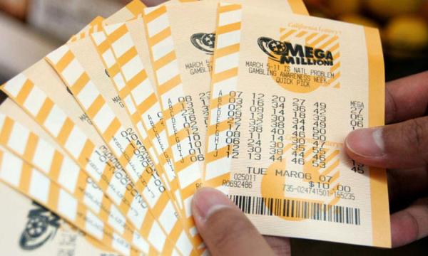 Муж и жена купили разные лотерейные билеты и одновременно выиграли